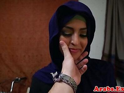 Arab babe fucked in local bar