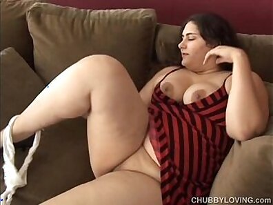 Big breasted cougar Haslee Klein is posing and eating delicious chubby pussy