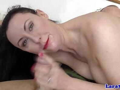 Mature british chick getting anal fucked