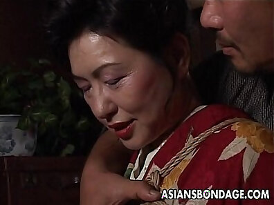 Asian Mature camgirl showing tits