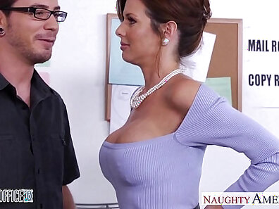 Sex Experience Facialed by GILF in office