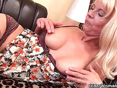 Amazing granny in stockings fucking herself with sex toy