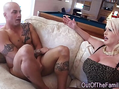 RealTongue HD She jizzes and her giant jugs give her a nice d