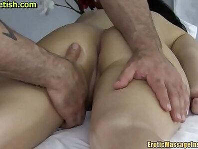 Film massage made sensually cum on masseur