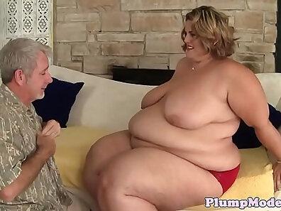 Railynn Rae meets Cam Girl