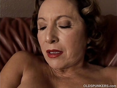 Granny Kamuszki pause to show her tits and pussy to orgasm