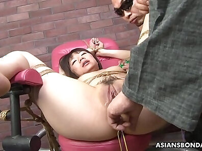 Busty and fabulous Lisa De Hall plays with her pussy