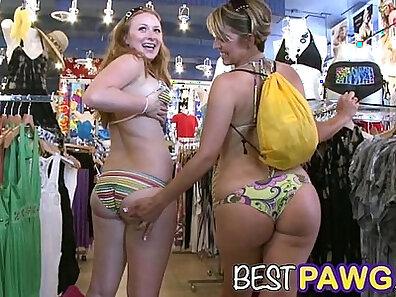 suckin her fat ass at the beach