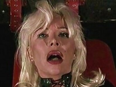 Beautiful amateur blonde Milf enjoying one Big cock anal
