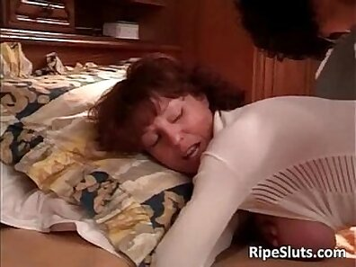 Sexy mature babe skank Donna lashed her ass to his dick