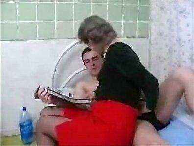 Grandma squirts on elderly guy Granny Porn