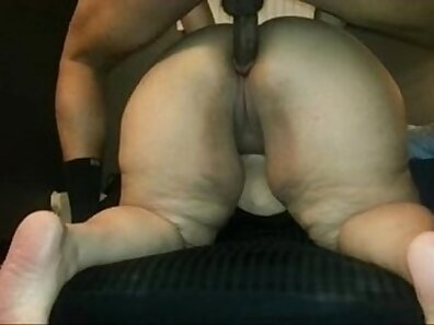 Cajamaye flashes huge & fat ass while feet fucked