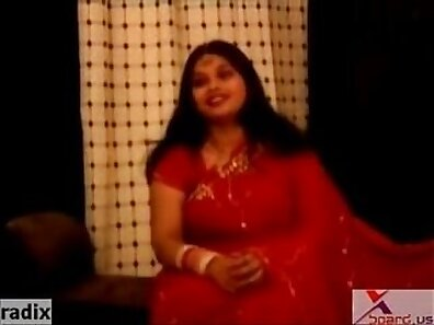 Chubby Indian girl tries getting into porn