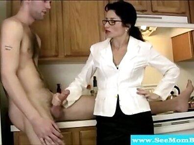 Astonishing cougar blows big dong