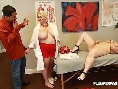 Big boobed doctor showing her sexy body