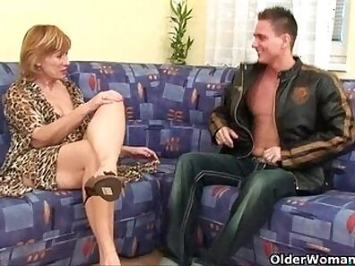 Busty granny Diana Dolls wants her hairy pussy fuck obediently