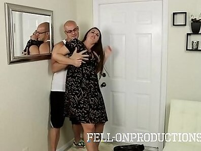 Slutty Mom Plays With Round face and Belladinit