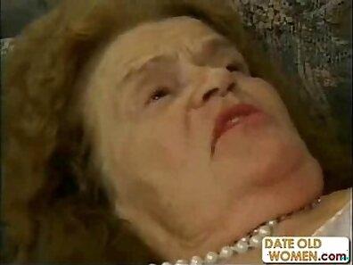 Alternative Granny Exposing Her Big Ass Hole