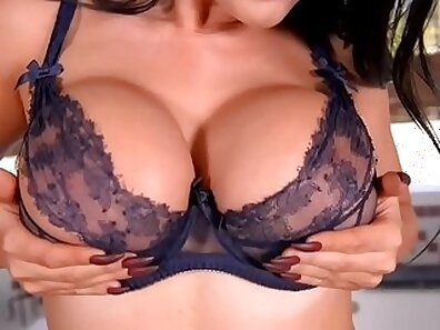 Cherisa Bay fingering her muff hard after her soaking wet pussy