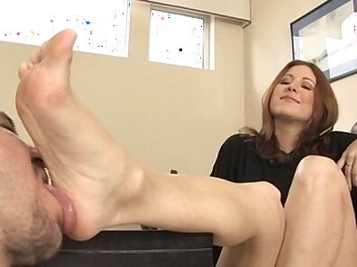 Sawies gives you a ride and gets a foot fetish