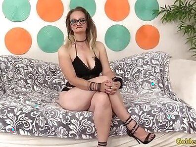 Beautiful mature girl spreads snatch