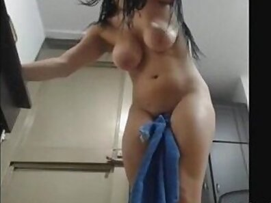 Amateur squirting creamy orgasm on cam