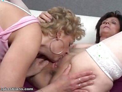 Crazy lesbian threesome in bed