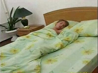 Sandy Apple blowjob Daisy Swan and mom's son sleep