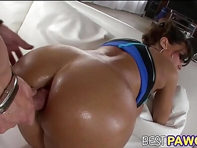 Beauty super hot babe showing off her big ass & doggy styles