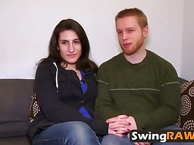 Swinger gives head and enjoys