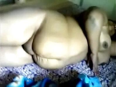 Chubby mature mastubates on cam
