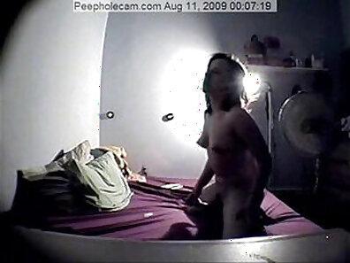 Brunette masturbating hidden cam