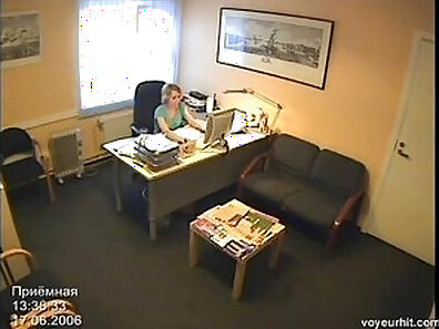 Chick plays herself on cam hidden