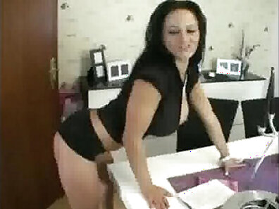 Cheater Crack-Tailing Muscle Milf Hungry Wife